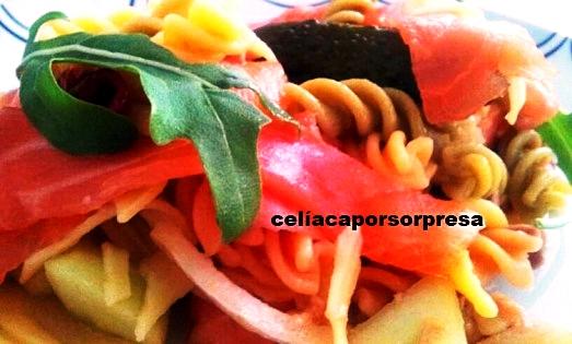 ensalada-de-pasta-con-rucula-y-salmon-ahumado