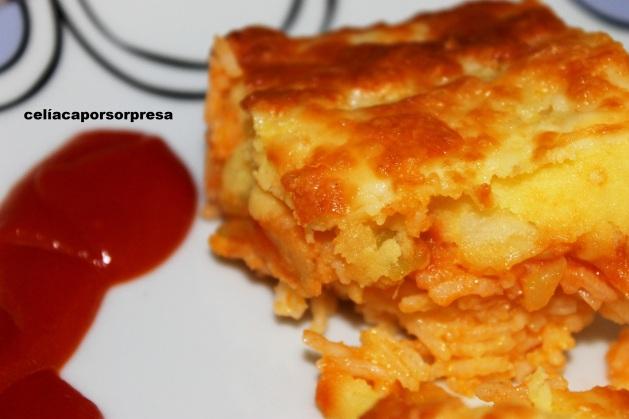 pastel de arroz, calabacín y puré de patata