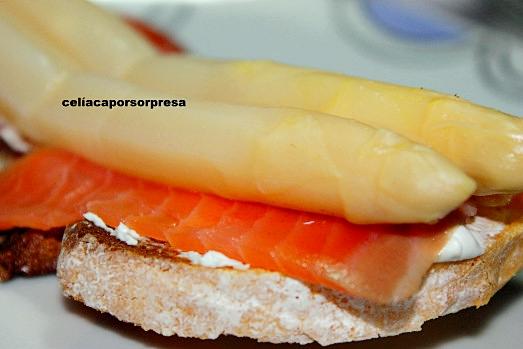 tosta-de-salmon-ahumado-de-cerca