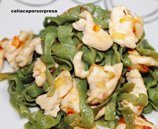 fetuccine de espinacas con pollo y cebolla4