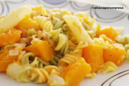 pasta-con-calabaza-nueces-y-queso-curado-de-cerca-sin-gluten