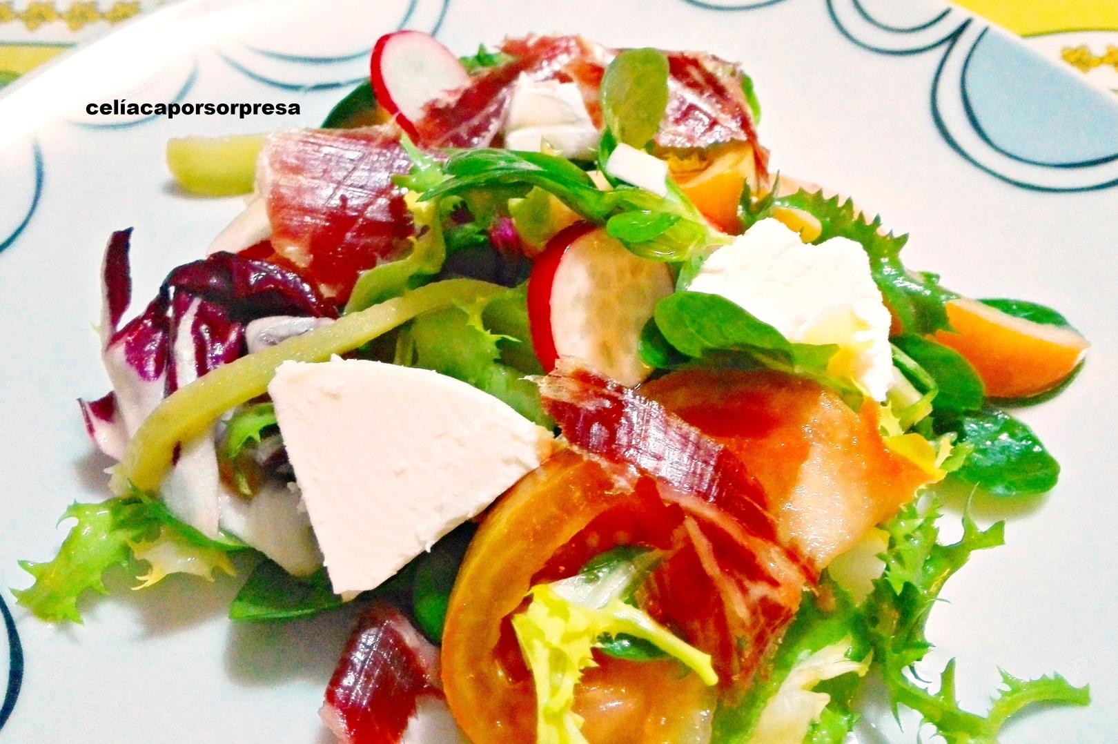 ensalada-verde-con-rulo-de-cabra-rabanitos-y-paleta-iberica