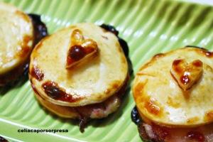 hojaldritos-de-queso-brie-con-mermelada-de-frambuesa