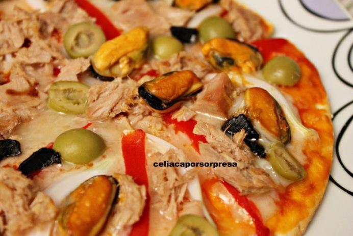 pizza-cantabrica-con-ajo-negro-de-cerca