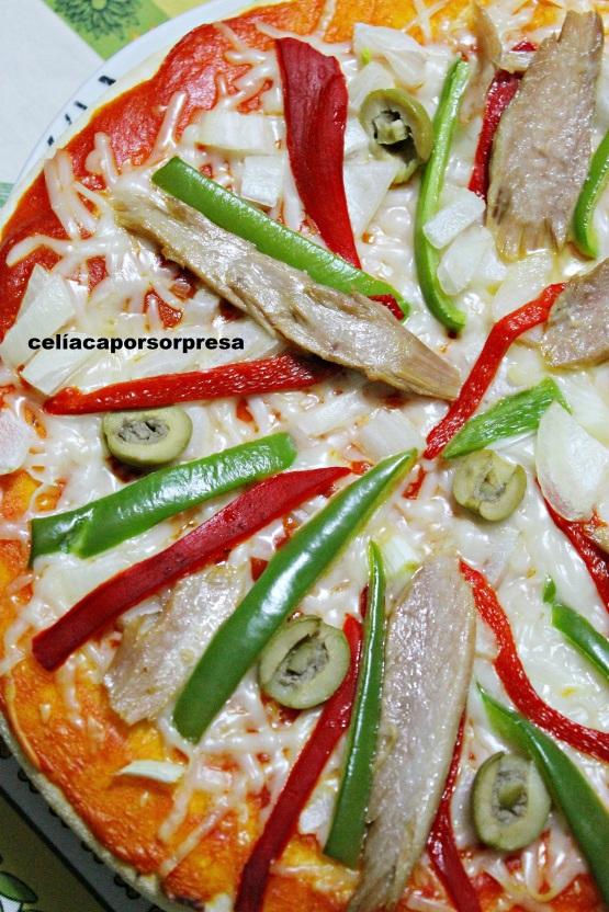 pizza-de-ventresca-con-pimiento-de-cerca