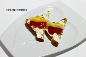 osta-de-queso-crema-mermelada-de-tomate-y-melon-de-lejos