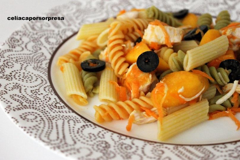 ensalada-de-pasta-con-pollo-y-melocoton-y-zanahoria