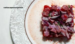 atun-marinado-con-tomate-rosa-desde-arriba