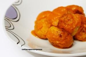 albondigas-de-bacalao-en-salsa-en-plato