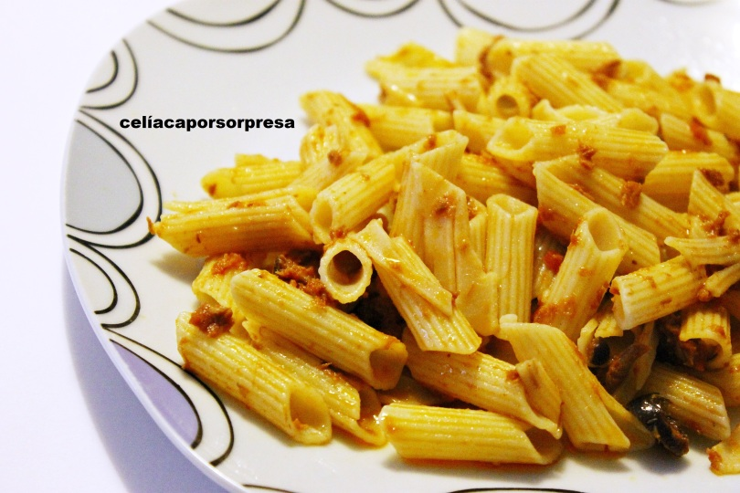 pasta-con-salsa-marinara-con-atún