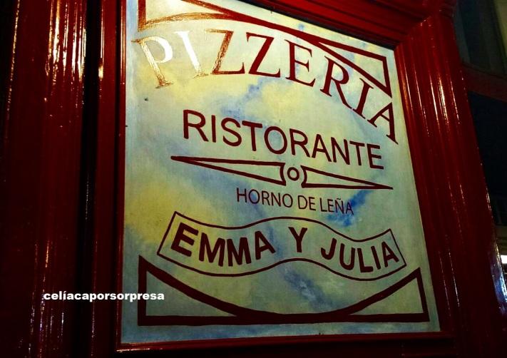 emma-y-julia-puerta