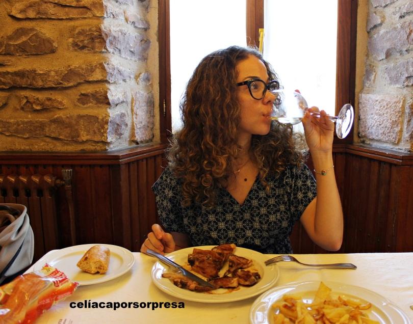 bebiendo-vino-casa-galarza
