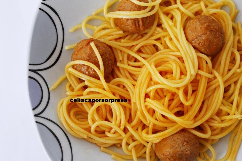 espaguetis-con-albondigas-desde-arriba