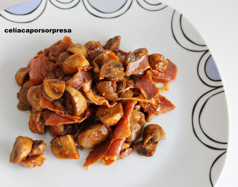 champiñon-con-tomate-y-jamon-desde-arriba