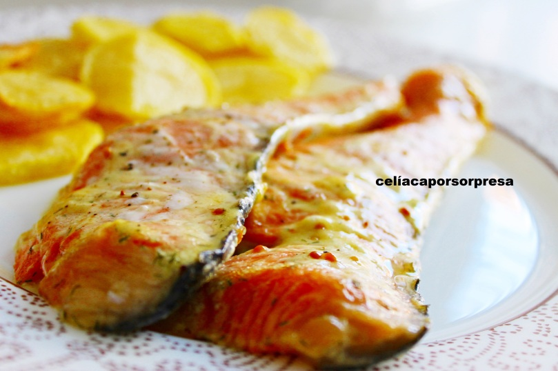 salmon-con-salsa-de-miel-y-mostaza-de-cerca